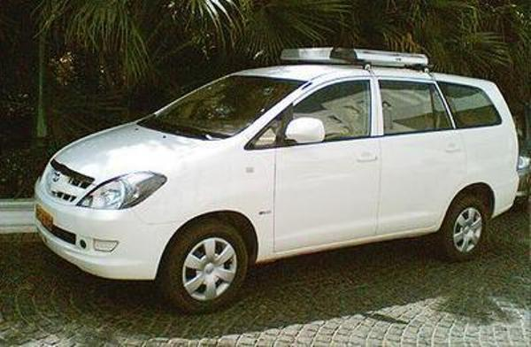 http://www.rentautobus.com/upload/images/tinymce/Car-with-driver-from-Ashapura-Travel-World-in-Mumbai-Maharashtra.jpg