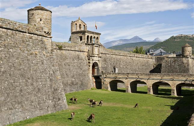 Jaca Spain  City pictures : Viajes y Transporte en Huesca Provincia, España | Rentautobus.com