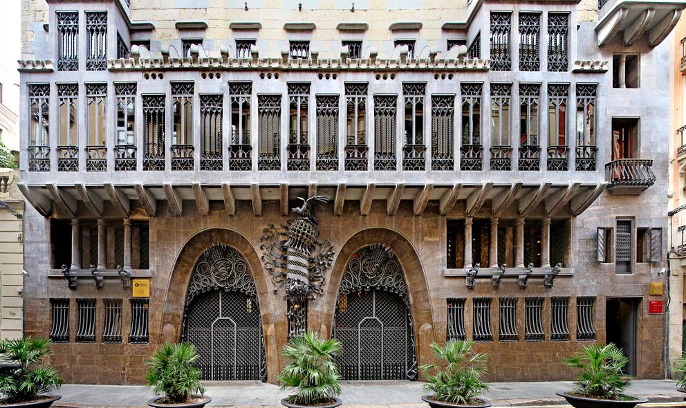 Tour by minibus to the Modernist architecture of Barcelona (day 1)